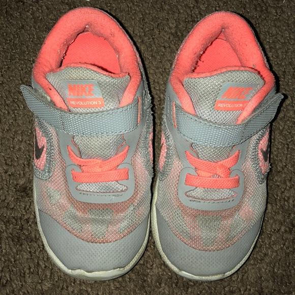 Nike grey and orange toddler girl tennis shoes
